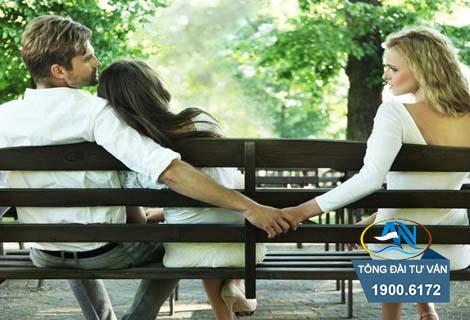 Chồng chung sống với người khác như vợ chồng