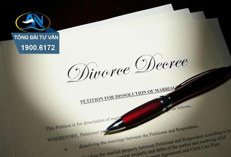nhờ người khác nộp hộ đơn ly hôn
