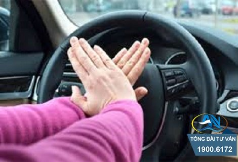 Bấm còi ô tô