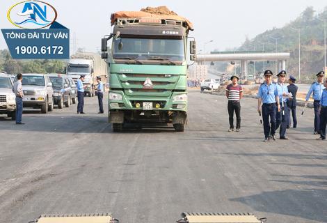 Xe tải chở vật liệu xây dựng