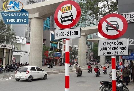 lái xe taxi đi vào đường cấm theo giờ