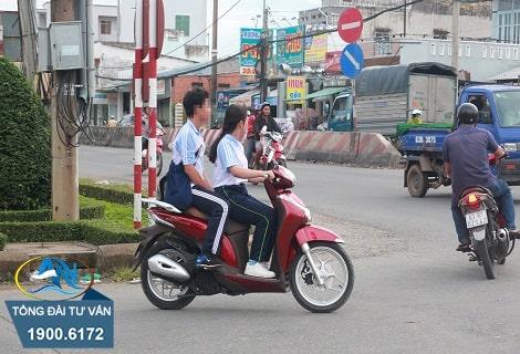 người dưới 18 tuổi điều khiển xe máy