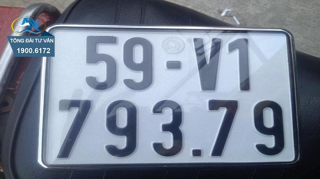 Điều khiển xe của người khác có biển số