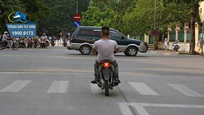 đưa xe máy không có biển số