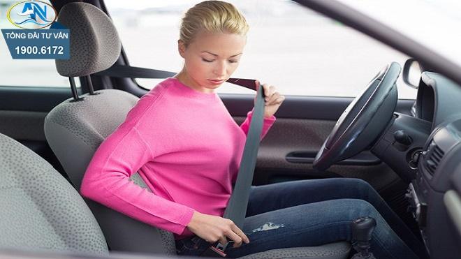 Không thắt dây an toàn khi điều khiển xe