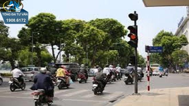 Mức phạt xe máy vượt đèn vàng