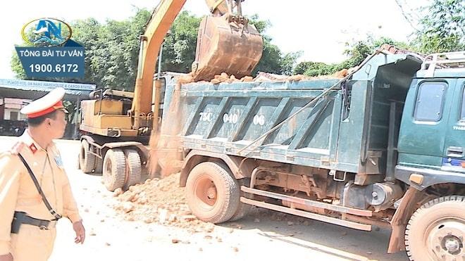 ô tô tải chở đá vượt quá chiều cao