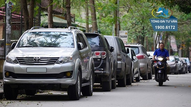 dừng xe ô tô ngược với chiều lưu thông