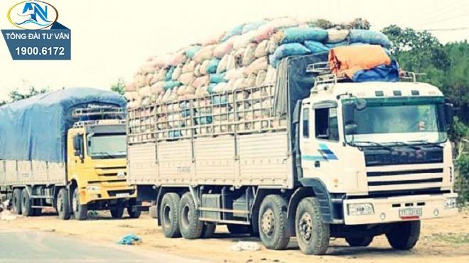 xếp hàng hóa trên xe tải thùng hở không mui