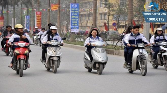 Giao xe máy cho người 15 tuổi điều khiển