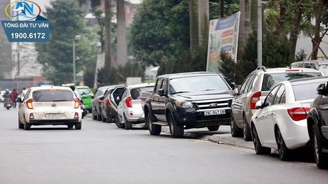 đỗ xe ô tô trên đường quốc lộ