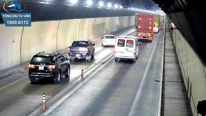 lùi xe trong hầm đường bộ