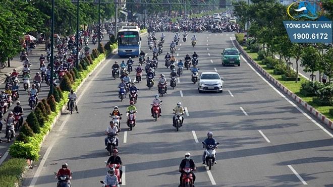 Năm 2020 xe máy đi sai làn đường