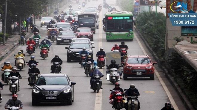 ô tô đi vào làn xe bus nhanh BRT