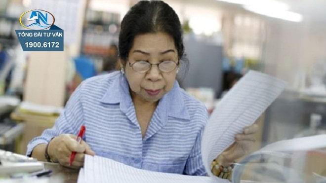 NLĐ cao tuổi làm công việc nặng nhọc