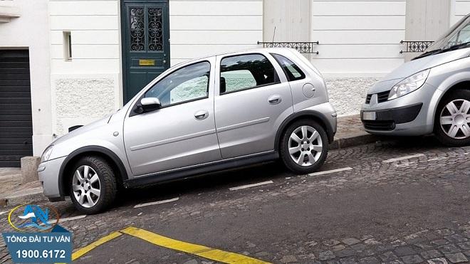 đỗ xe ô tô trên dốc không chèn bánh