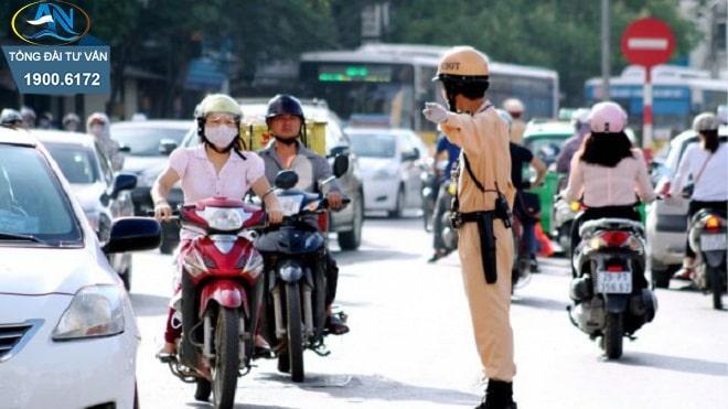 xe máy khi chuyển hướng không giảm tốc độ