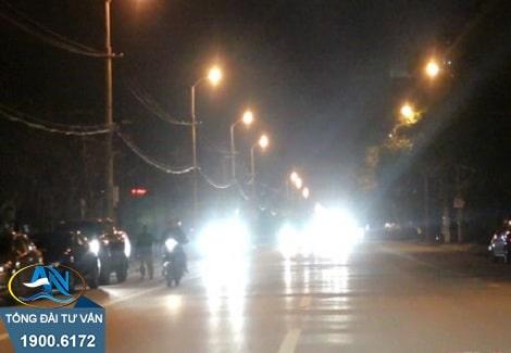 sử dụng đèn chiếu xa trong khu đô thị