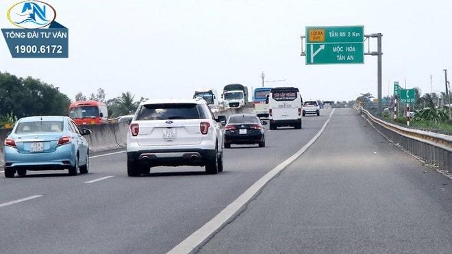 lỗi ô tô đi ngược chiều trên đường cao tốc