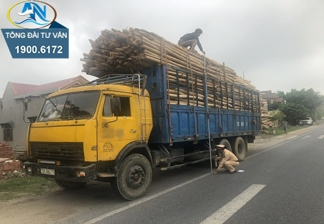 xe ô tô tải chở hàng quá chiều cao